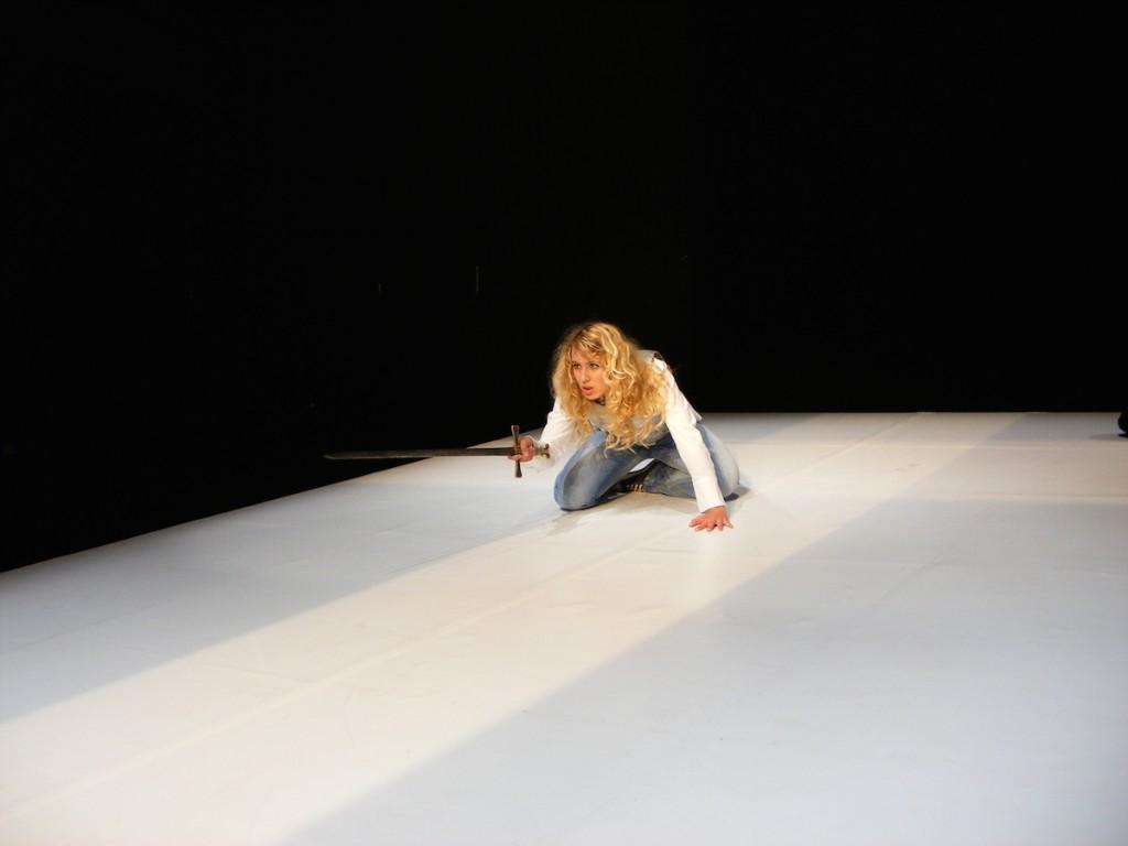 JEANNE D'ARC von Jelena Jarzewa (Folkwang Universität der Künste 2008) Mit: Marisa Ammann.