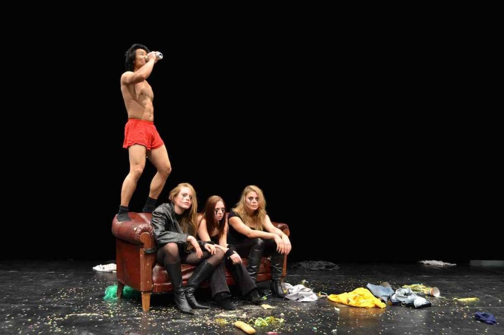 NIE MEHR LIEBEN von Sibylle Berg (Folkwang Universität der Künste 2012) Mit: Muk Phongpachith, Charlotte Kath, Kristin Scheinhütte, Sarah Speiser.
