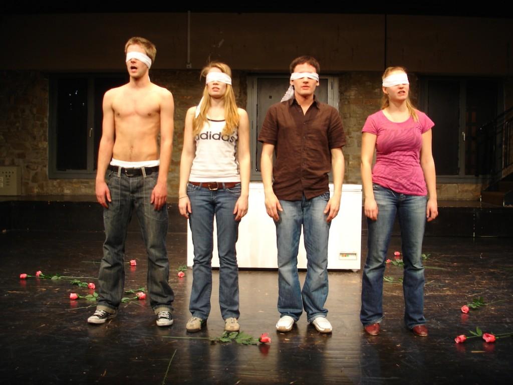 TÖTET DIE LIEBENDEN von Xavier Durringer (Folkwang Universität der Künste 2007) Mit: Simon Winkler, Sarah Franke, Matthias Eberle, Marieke Kregel.