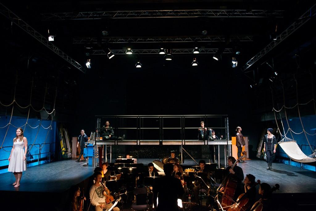 STARBUCK von Wolfgang Tacke (Pina Bausch Theater 2014) Mit: Musiktheater-Ensemble und Orchester der Folkwang Universität der Künste. Foto: Heike Kandalowski.